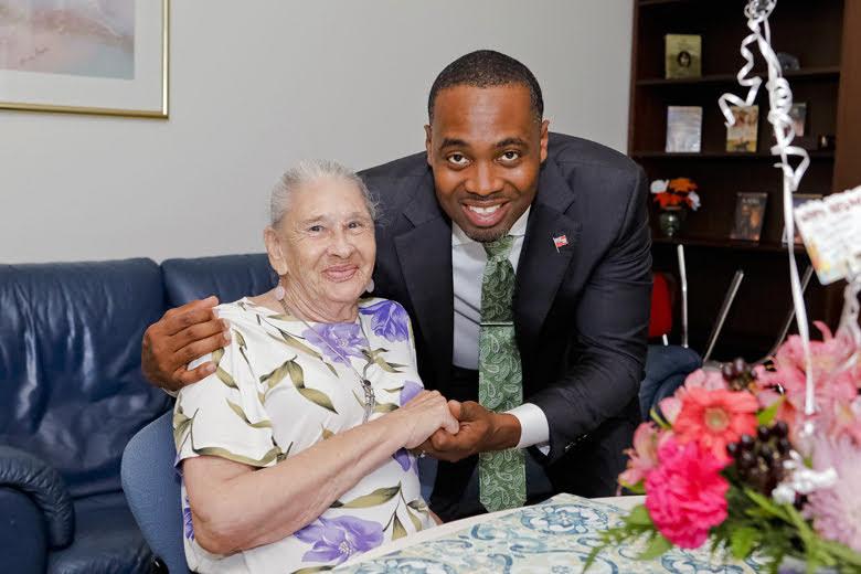 Premier Visits Seniors Homes Bermuda June 25 2018 (5)