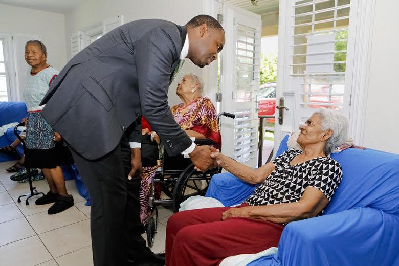 Premier Visits Seniors Homes Bermuda June 25 2018 (7)