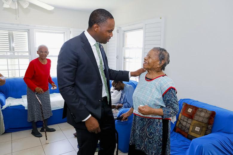 Premier Visits Seniors Homes Bermuda June 25 2018 (8)