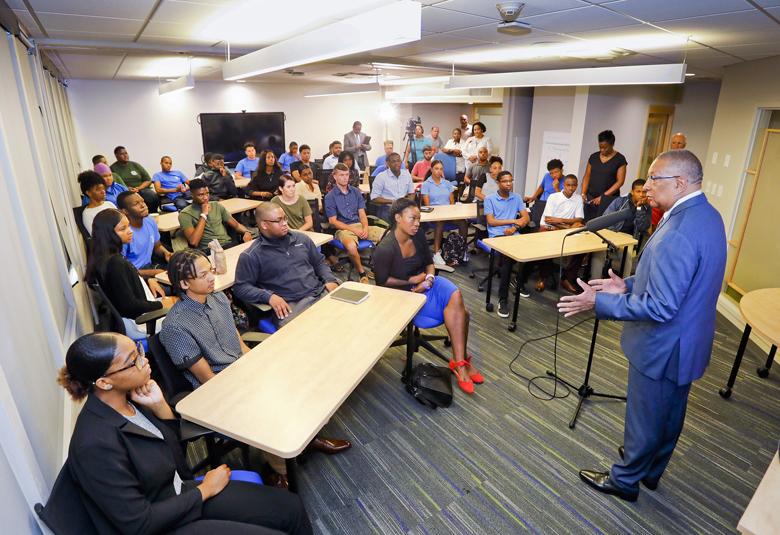 Summer Interns Bermuda July 2018 (1)