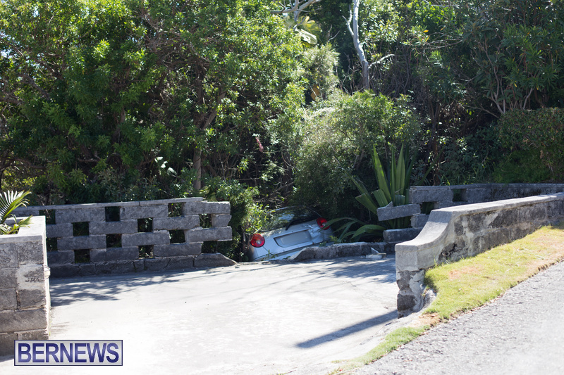 Car Wall Collision Riviera Estate Bermuda, August 25 2018 (2)