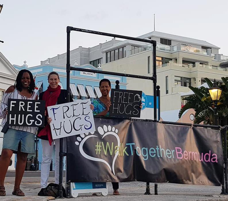 Free Hugs Bermuda October 2018 (5)
