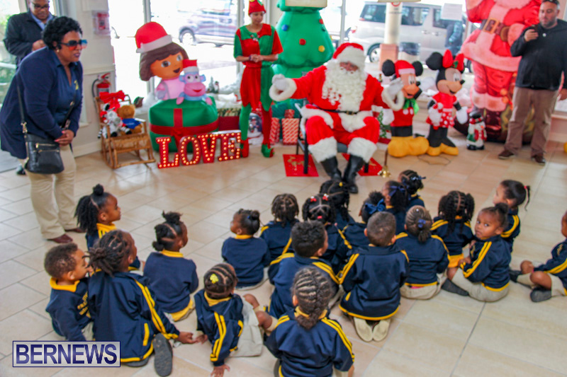 Children-Greet-Santa-At-Airport-Bermuda-November-23-2018-8391