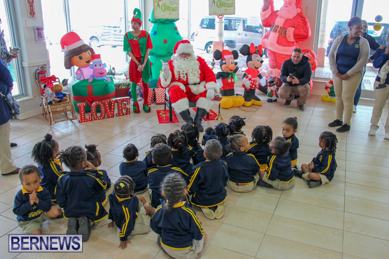 Children-Greet-Santa-At-Airport-Bermuda-November-23-2018-8392