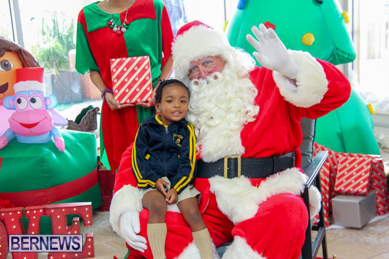 Children-Greet-Santa-At-Airport-Bermuda-November-23-2018-8403