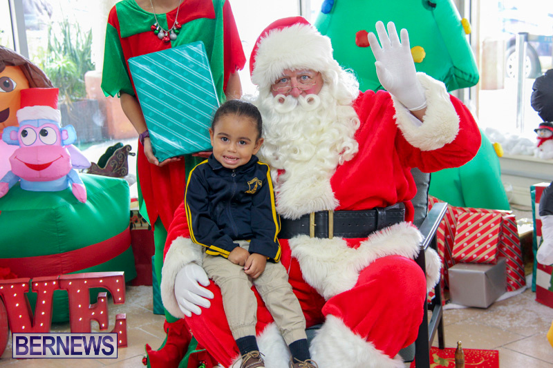 Children-Greet-Santa-At-Airport-Bermuda-November-23-2018-8404