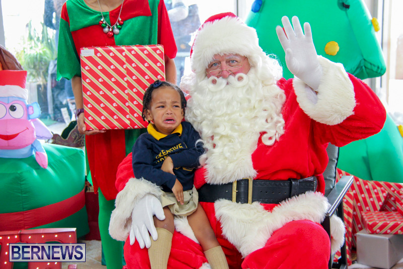 Children-Greet-Santa-At-Airport-Bermuda-November-23-2018-8412