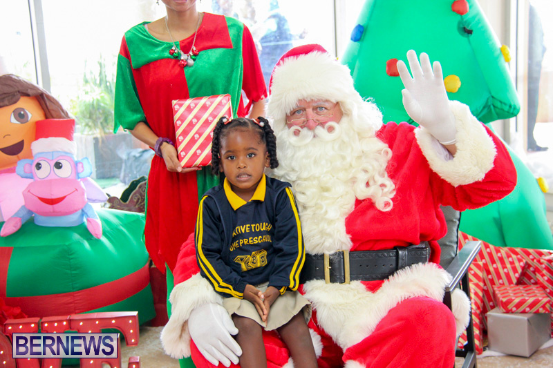 Children-Greet-Santa-At-Airport-Bermuda-November-23-2018-8417