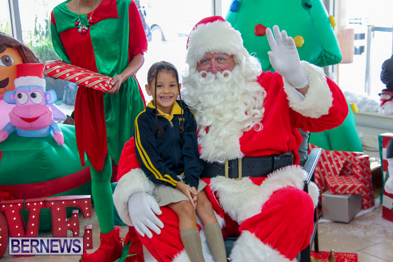 Children-Greet-Santa-At-Airport-Bermuda-November-23-2018-8422
