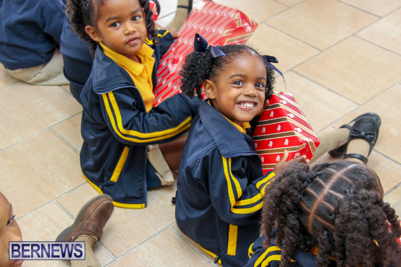 Children-Greet-Santa-At-Airport-Bermuda-November-23-2018-8442