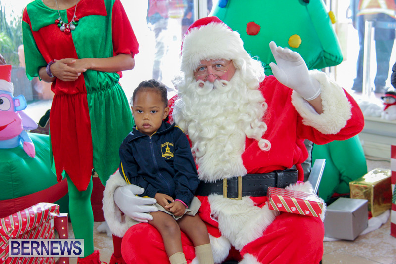 Children-Greet-Santa-At-Airport-Bermuda-November-23-2018-8446
