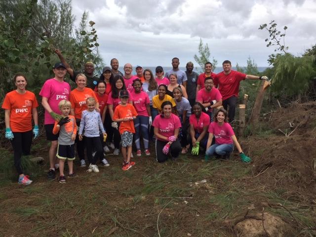 PwC Volunteers Helps Southlands Park  Bermuda Nov 26 2018 (1)