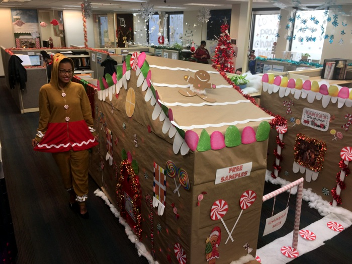 BHB Christmas Gingerbread cubicle Bermuda 2018 2 (3)