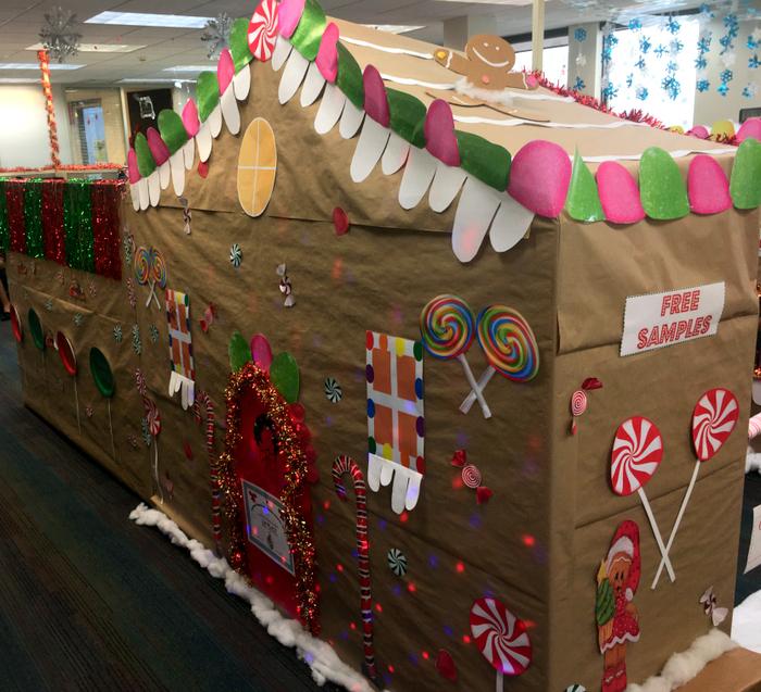 BHB Christmas Gingerbread cubicle Bermuda 2018 2 (5)