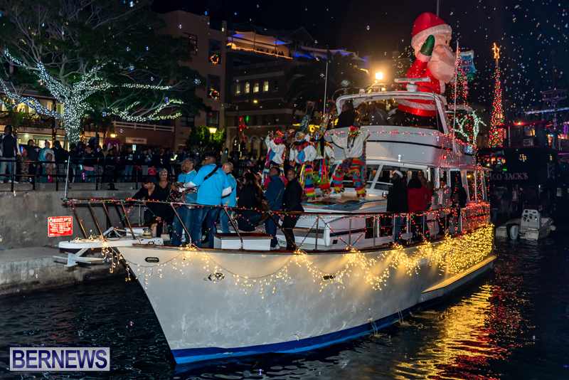 Christmas-Boat-Parade-Viewing-Village-Bermuda-Dec-2018-14