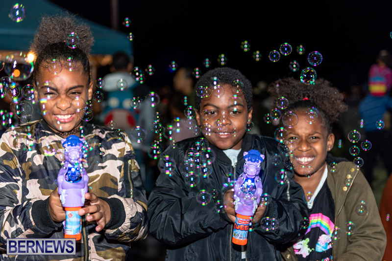 Christmas-Boat-Parade-Viewing-Village-Bermuda-Dec-2018-5