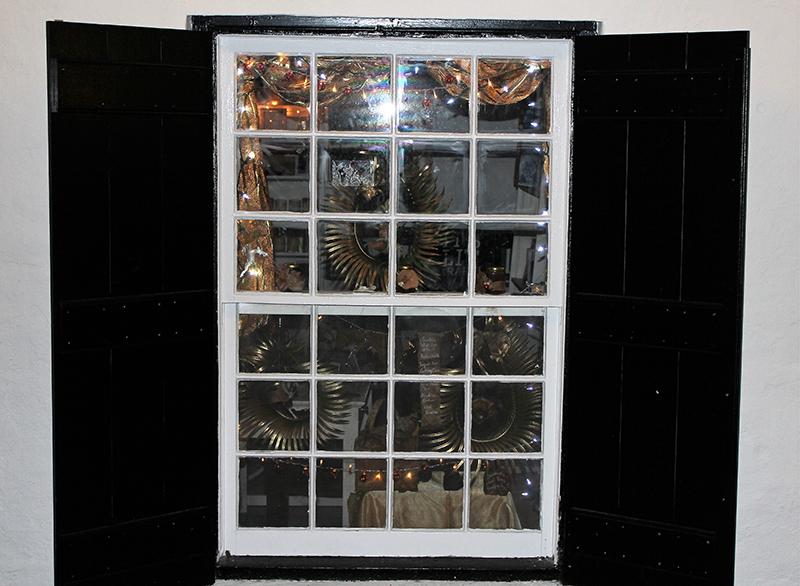 Christmas Window Display Contest Winners Bermuda Dec 23 2018 A Long Story SHort_Most Creative