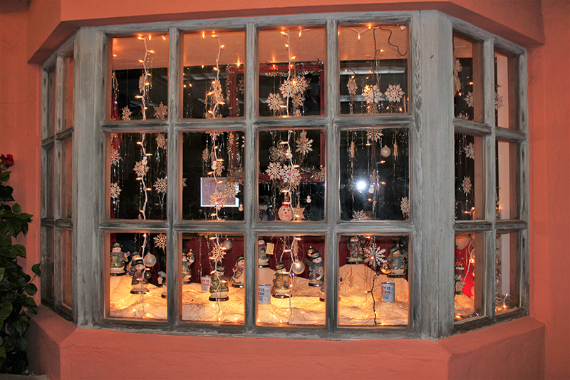 Christmas Window Display Contest Winners Bermuda Dec 23 2018 Davidsons of Bermuda_Best Overall