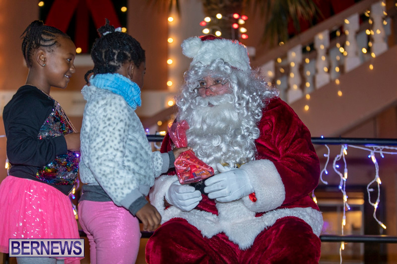 Santa-Claus-visits-St.-George's-Bermuda-December-1-2018-2221