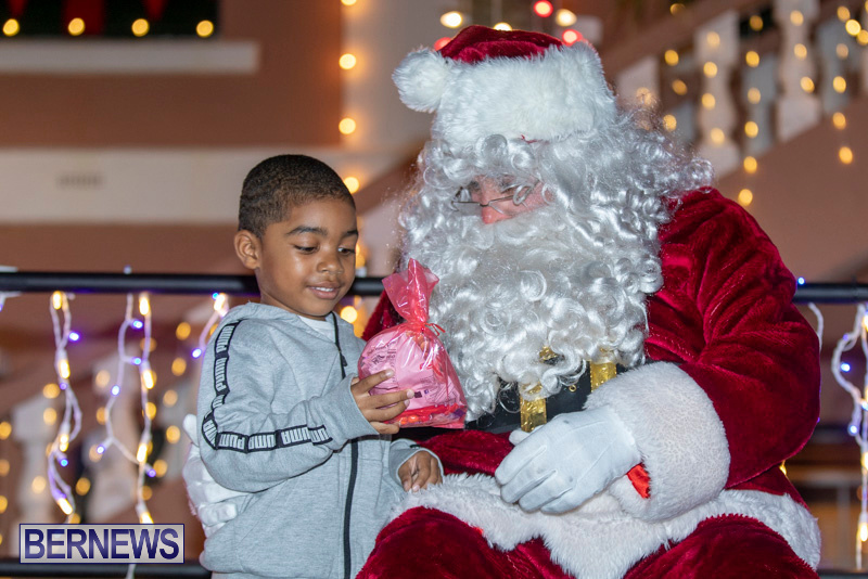 Santa-Claus-visits-St.-George's-Bermuda-December-1-2018-2225