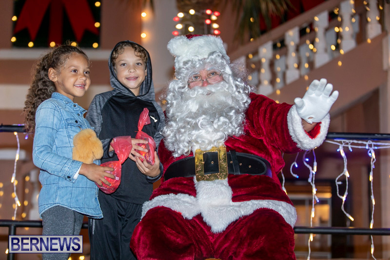 Santa-Claus-visits-St.-George's-Bermuda-December-1-2018-2230