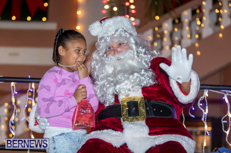Santa-Claus-visits-St.-George's-Bermuda-December-1-2018-2245