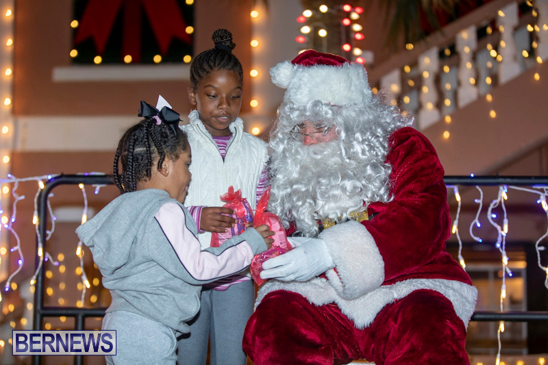 Santa-Claus-visits-St.-George's-Bermuda-December-1-2018-2247