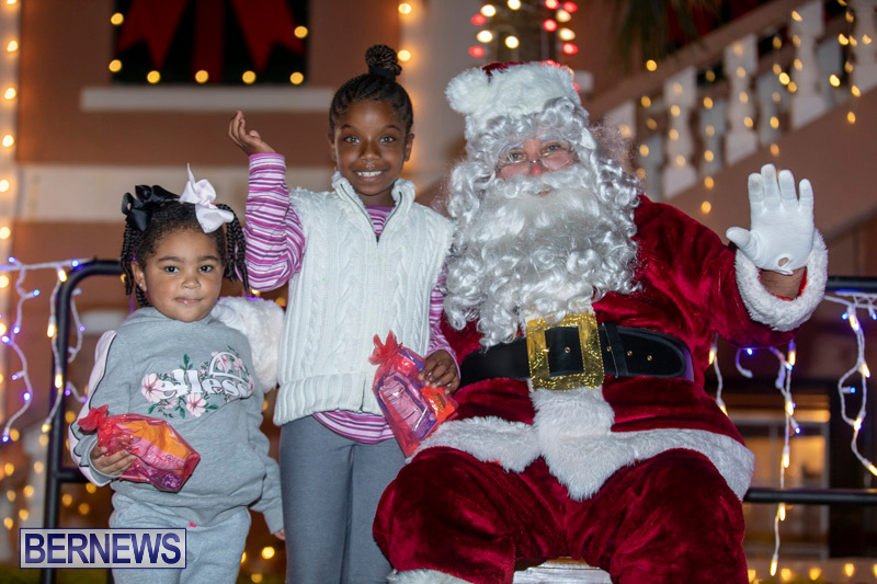 Santa-Claus-visits-St.-George's-Bermuda-December-1-2018-2249