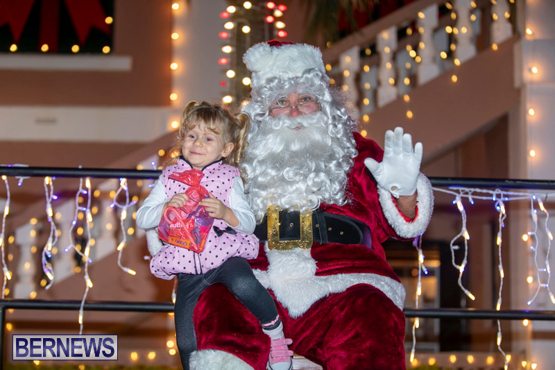 Santa-Claus-visits-St.-George's-Bermuda-December-1-2018-2267