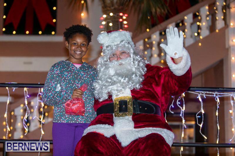 Santa-Claus-visits-St.-George's-Bermuda-December-1-2018-2268