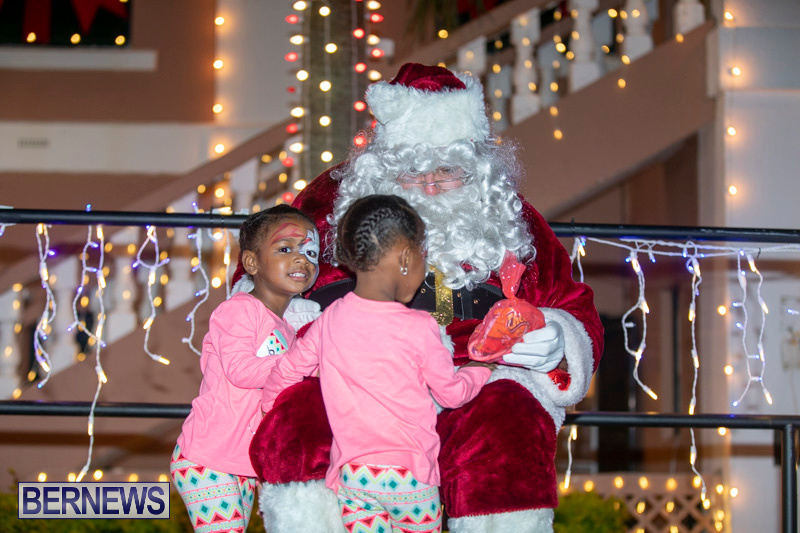 Santa-Claus-visits-St.-George's-Bermuda-December-1-2018-2277