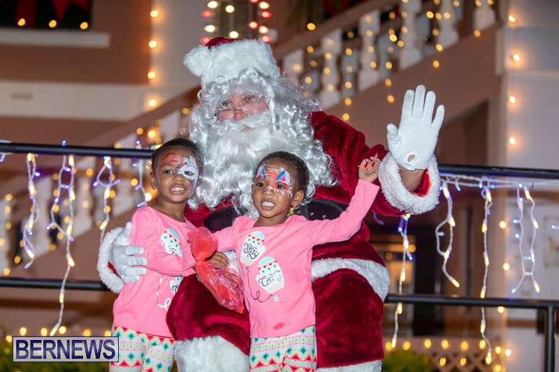 Santa-Claus-visits-St.-George's-Bermuda-December-1-2018-2278