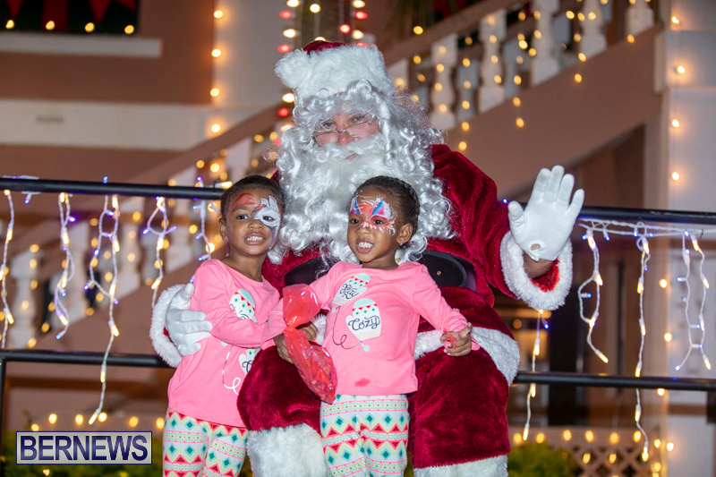 Santa-Claus-visits-St.-George's-Bermuda-December-1-2018-2281