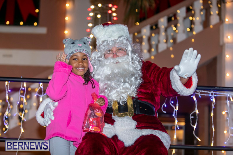 Santa-Claus-visits-St.-George's-Bermuda-December-1-2018-2287