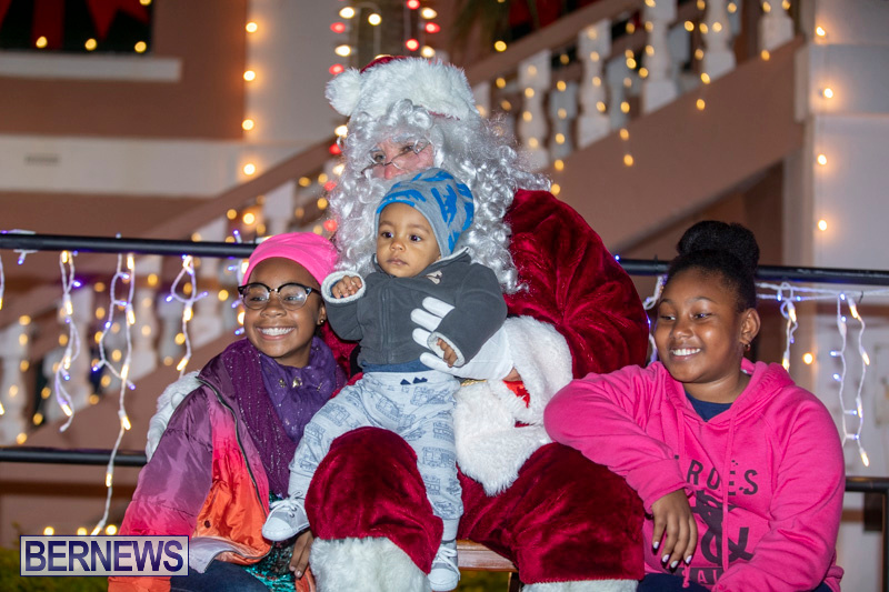 Santa-Claus-visits-St.-George's-Bermuda-December-1-2018-2293