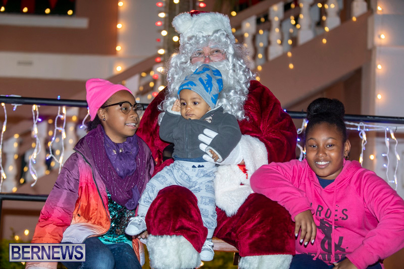 Santa-Claus-visits-St.-George's-Bermuda-December-1-2018-2295
