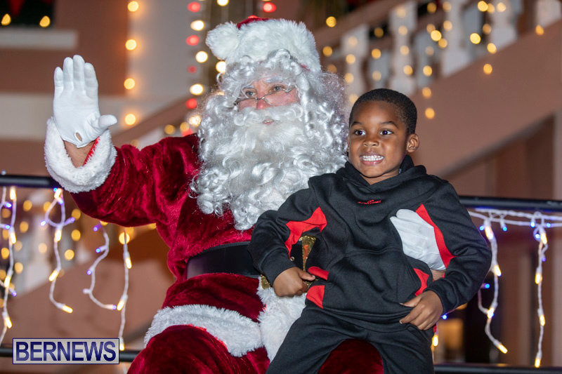 Santa-Claus-visits-St.-George's-Bermuda-December-1-2018-2296
