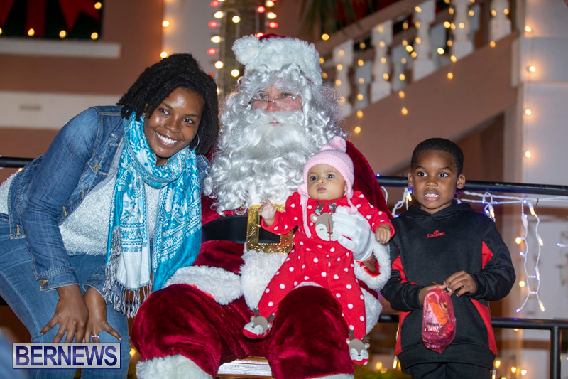 Santa-Claus-visits-St.-George's-Bermuda-December-1-2018-2300