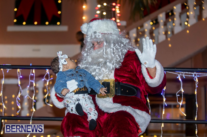 Santa-Claus-visits-St.-George's-Bermuda-December-1-2018-2314