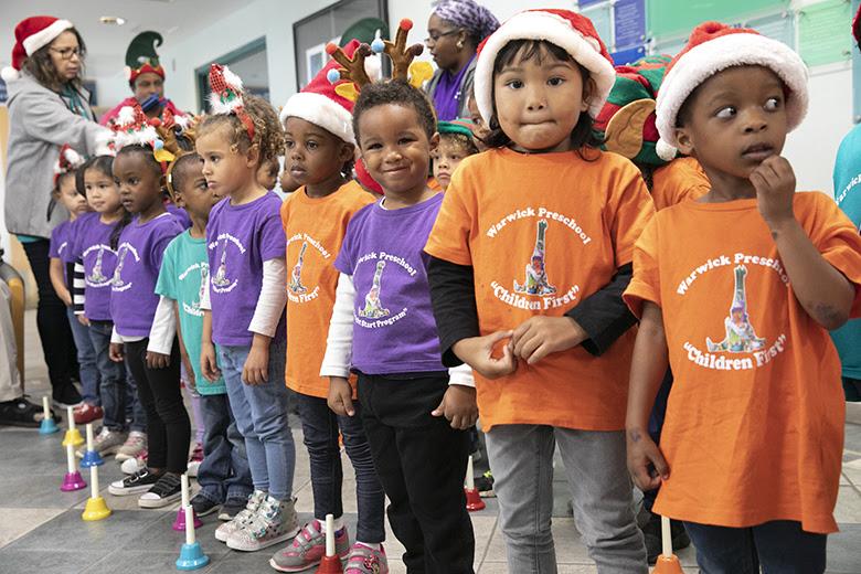 "Warwick Preschool ""Caroling in the Community"" Bermuda Dec 14 2018 (2)"