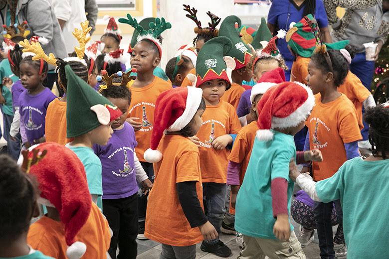 "Warwick Preschool ""Caroling in the Community"" Bermuda Dec 14 2018 (6)"