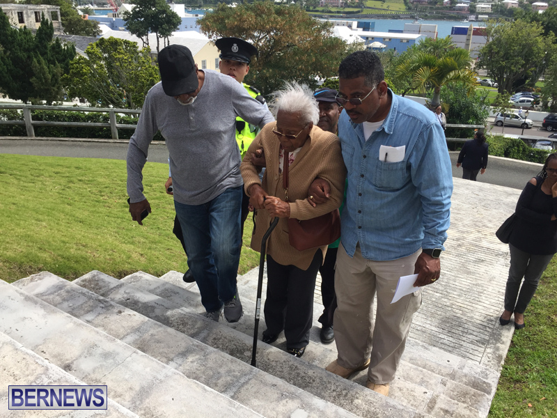 Medical Patients Deliver Letters Bermuda March 22 2019 (9)