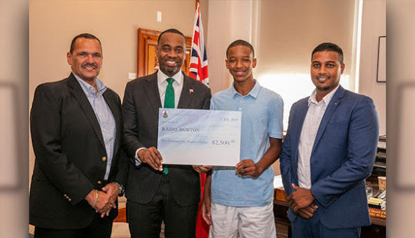 Premier-Burt-With-Yale-Summer-Interns-Bermuda-July-2019-4
