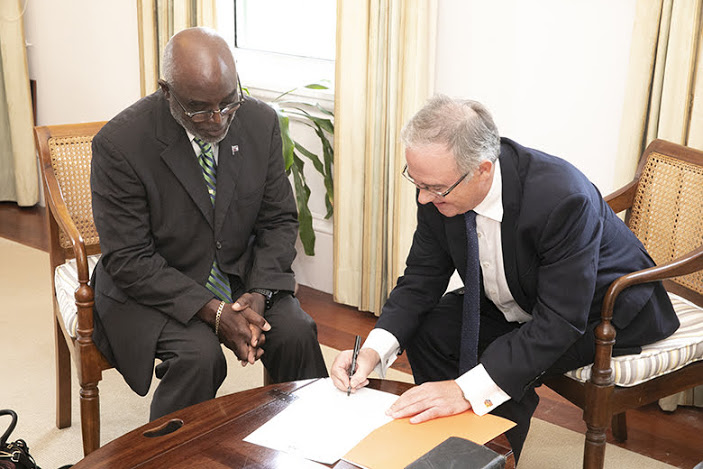 Neville Tyrrell sworn in as temporary Minister for Health Bermuda Aug 2019 (2)