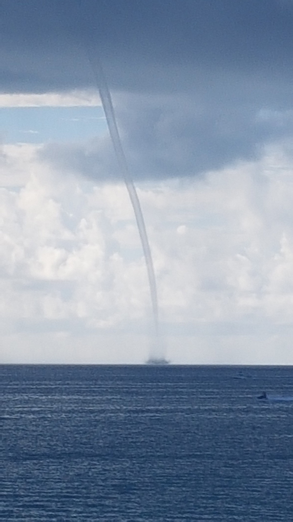 Water Spout North Shore Bermuda August 18 2019 (2)