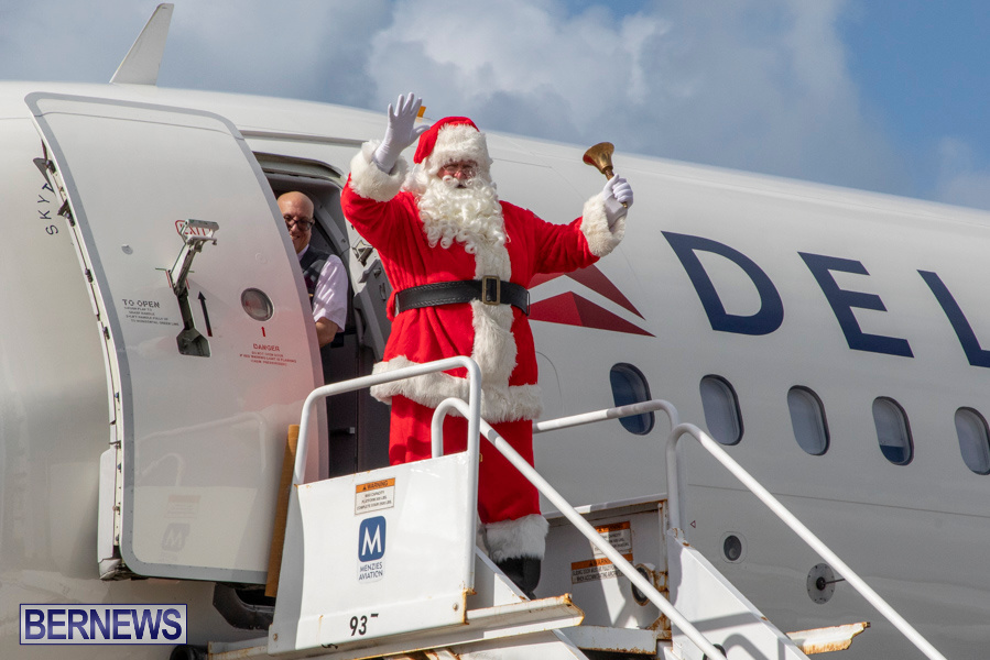 Perform-To-Learn-Pre-School-Santa-Arrives-at-LF-Wade-Airport-Bermuda-November-29-2019-4033