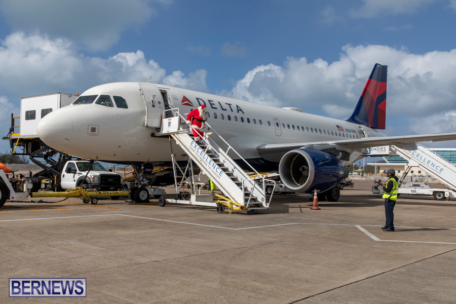 Perform-To-Learn-Pre-School-Santa-Arrives-at-LF-Wade-Airport-Bermuda-November-29-2019-4035