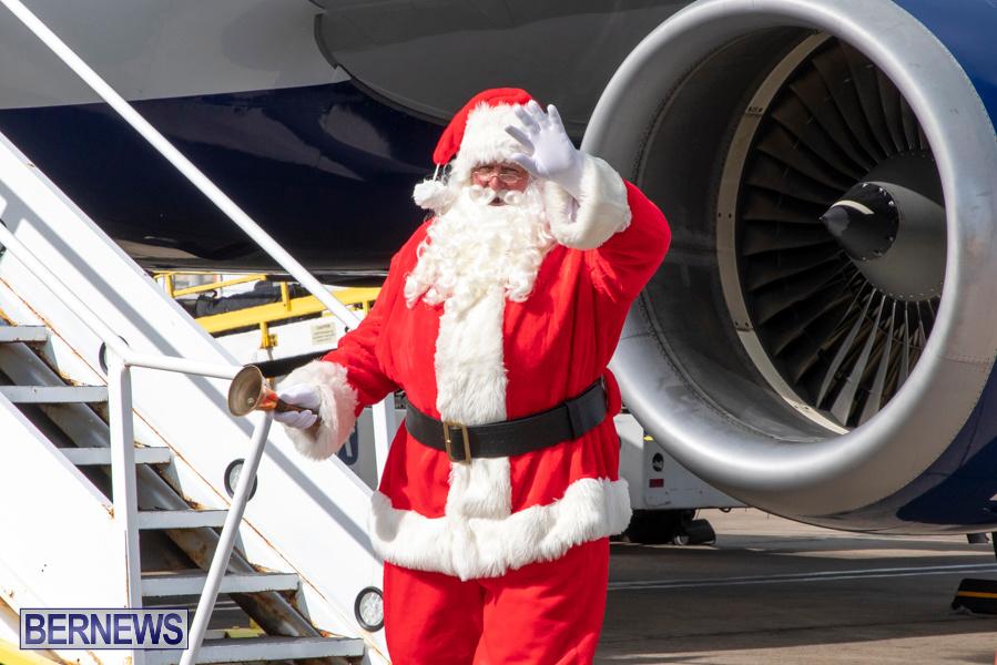 Perform-To-Learn-Pre-School-Santa-Arrives-at-LF-Wade-Airport-Bermuda-November-29-2019-4039