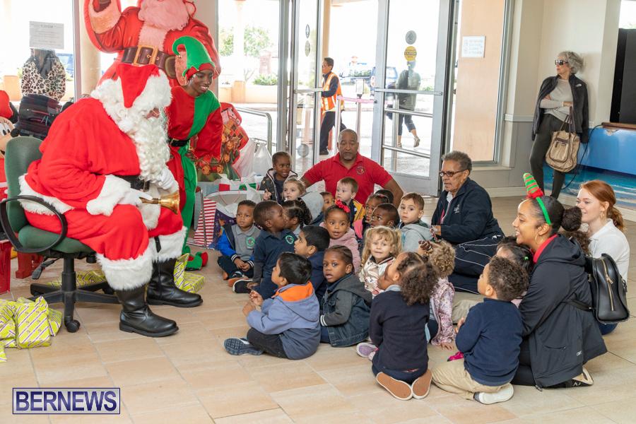 Perform-To-Learn-Pre-School-Santa-Arrives-at-LF-Wade-Airport-Bermuda-November-29-2019-4053