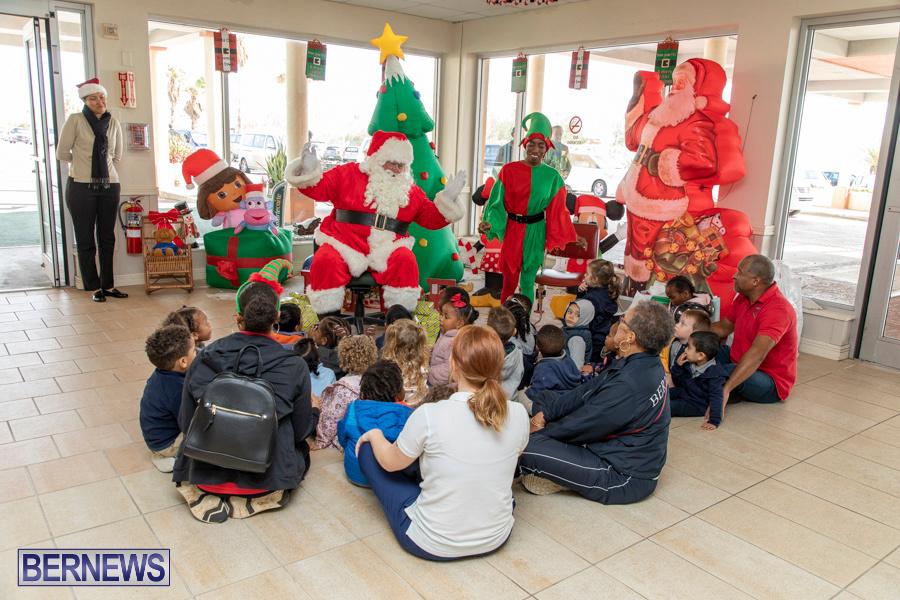 Perform-To-Learn-Pre-School-Santa-Arrives-at-LF-Wade-Airport-Bermuda-November-29-2019-4054